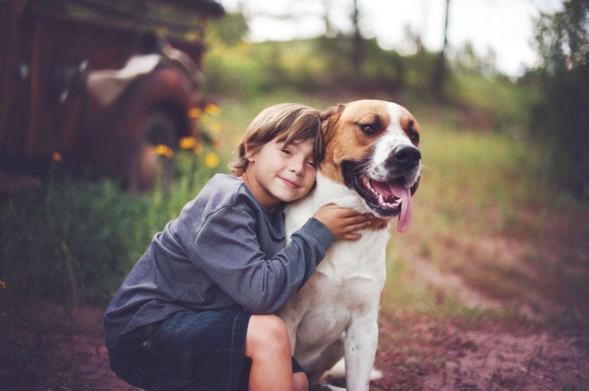 5 prednosti otrok, ki odraščajo s kužki